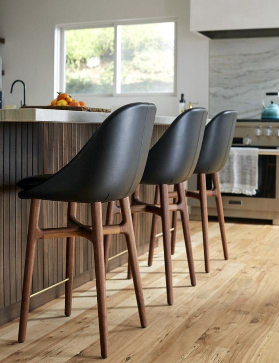 صندلی های چرمی برای اپن و کانتر در منازل